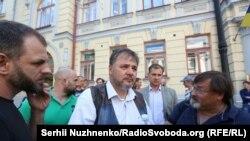 Руслан Коцаба біля Верховного Суду України. 1 червня 2017 року