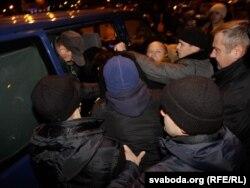 Розгін акції у Мінську на підтримку політв'язнів, 25 жовтня 2011 року