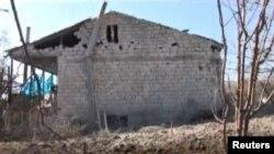 Një shtëpi e dëmtuar nga luftimet në rajonin Nagorno-Karabah