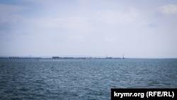 Рыбацкие сети в море у берегов Керчи