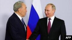 Қазақстан президенті Нұрсұлтан Назарбаев және Ресей президенті Владимир Путин.