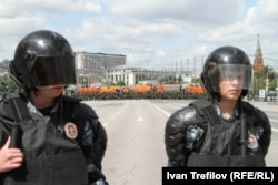 Поліція стереже підступи з Болотної площі до Кремля, Москва, 12 червня 2013 року