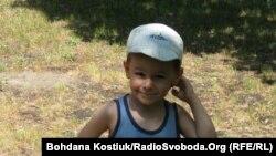 Богдан (4 роки) – він з родини, що позбавлена батьківських прав