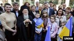 Президент України Петро Порошенко і Вселенський патріарх Варфоломій I під час зустрічі в Стамбулі (Туреччина), 10 березня 2016 року