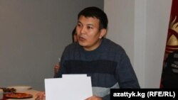 Radio Azattyk correspondent Kubanychbek Joldoshev, accepting first prize in the 2012 Environmental Journalism Competition at a December 4 ceremony in Bishkek.
