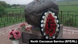 Памятник девятиклассникам ушедшим на фронт в Осетии