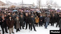 Armenia - Opposition candidate Sasun Mikaelian holds an election campaign rally in Hrazdan, 9Feb2012.