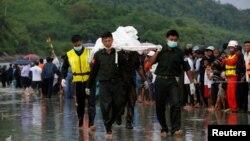 Спасувачи извлекле 29 тела од морето во близина на брегот на Бурма, 8 јуни, 2017