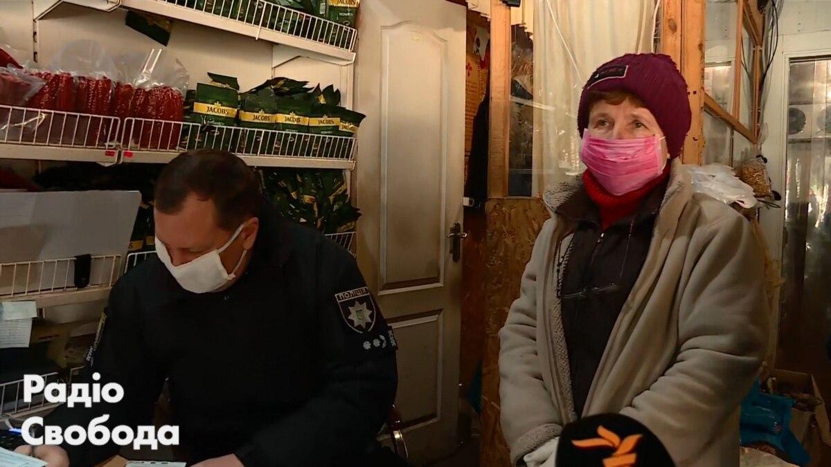 Через коронавирус полиция проверила продуктовый рынок в Киеве – видео