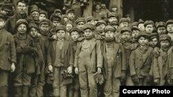 Льюис Хайн. Дети, трудившиеся в шахтах и на заводах Америки в начале XX века