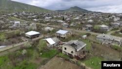 Լեռնային Ղարաբաղ – Բնակավայր Մարտակերտում, որը տուժել է վերջին օրերի հրետակոծություններից, 4-ը ապրիլի, 2016թ․