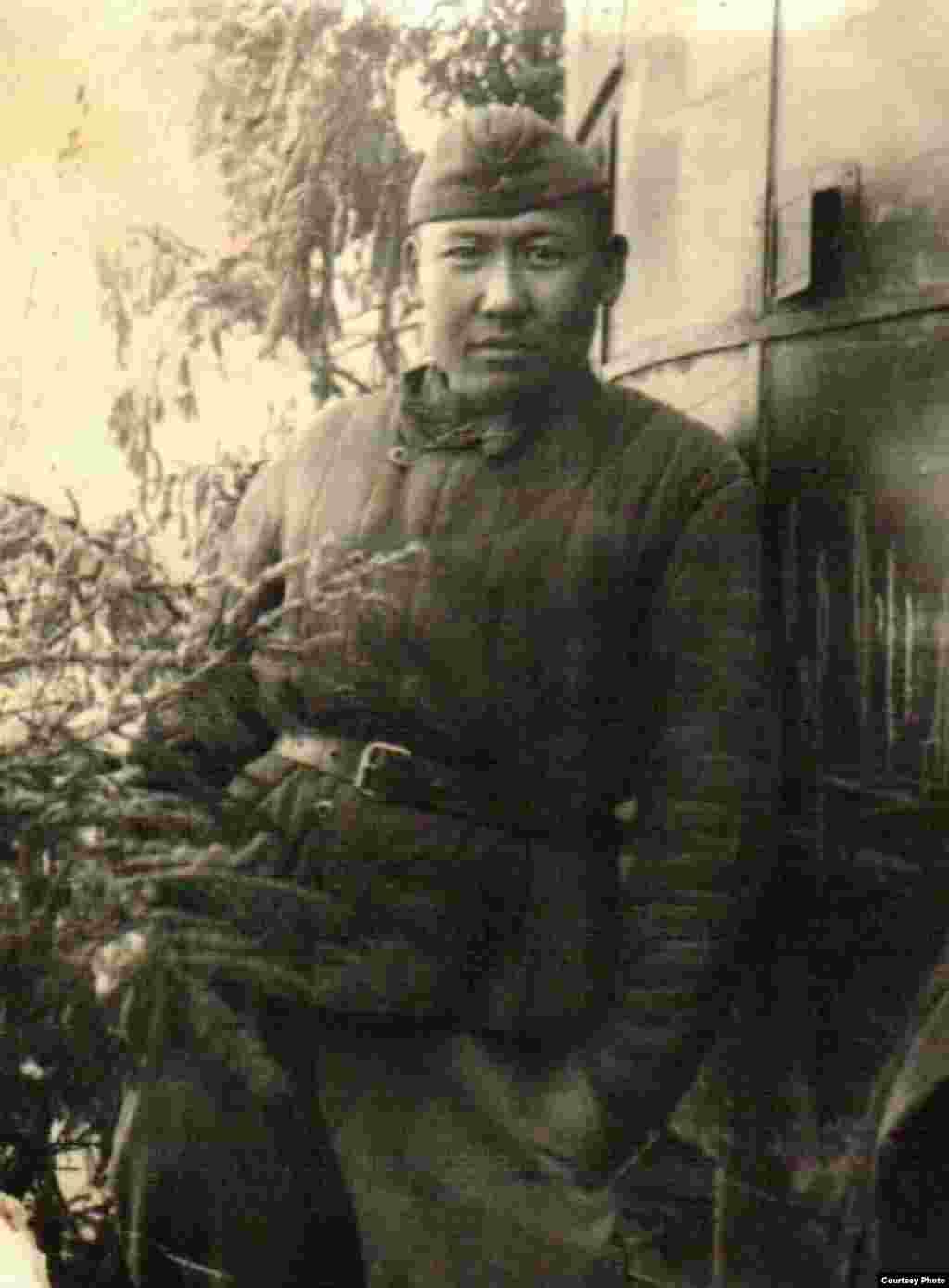 Маткерим Рахманбердиев был награжден медалями за освобождение 5 апреля города Орел, Смоленска (Россия) в 1943 году, Витебска (Беларусь) в 1944 году, Шаулей (Литва) в 1944 году, Восточной Пруссии в 1944 году. За освобождение Германии он был награжден орденом второй степени. Всего у него 14 медалей и орденов.