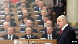 Беларусь президенті Александр Лукашенко парламентет сөйлеп тұр, Минск (Көрнекі сурет).