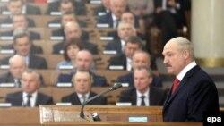Олександр Лукашенко під час виступу в парламенті Білорусі, 21 квітня 2016 року