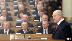 Александр Лукашенко выступает с посланием к парламенту