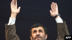 Мәхмүт Әхмәдинеҗат халык алдында чыгыш ясый, Илам, 5ю12ю2007