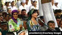 Жители Вахшской долины на встрече с президентом Таджикистана Эмомали Рахмоном. 7 октября 2014 года.