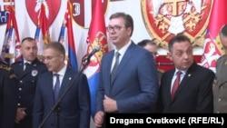 Predsednik Srbije Aleksandar Vučić i ministar odbrane Srbije Aleksandar Vulin (desno), u Nišu 10. maja 2019.