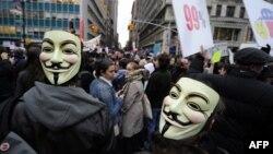 """""""Occupy Wall Street"""" қозғалысын қолдаушылар. Нью Йорк, 17 қараша, 2011 жыл."""