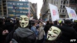 """Участники движения """"Захвати Уолл-стрит"""" в Нью-Йорке, ноябрь 2011 г."""