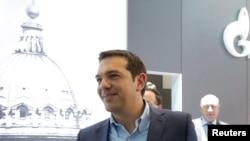 Алексис Ципрас после посещения павильона Газпрома в дни Петербургского экономического форума, 18 июня 2015 г.