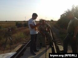 Активисты «крымского майдана» заблокировали железную дорогу, ведущую из Херсонской области на завод «Крымский Титан»