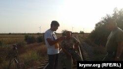 Активісти «кримського майдану» заблокували залізницю, що веде з Херсонської області на завод «Кримський Титан»