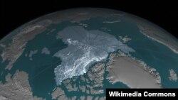 """Ледовая """"шапка"""" на Северном полюсе Земли"""