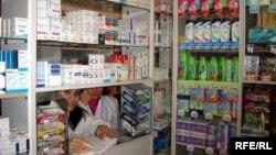 Большинству экспертов в области медицины непонятно, о каких реформах можно говорить, если фармацевтические компании с такой легкостью легализуют традицию самолечения граждан, выписывая рецепты направо и налево?