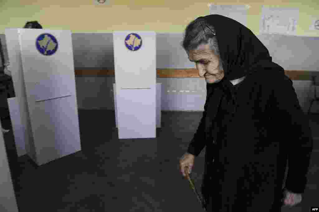 An ethnic Serb woman prepares to vote.
