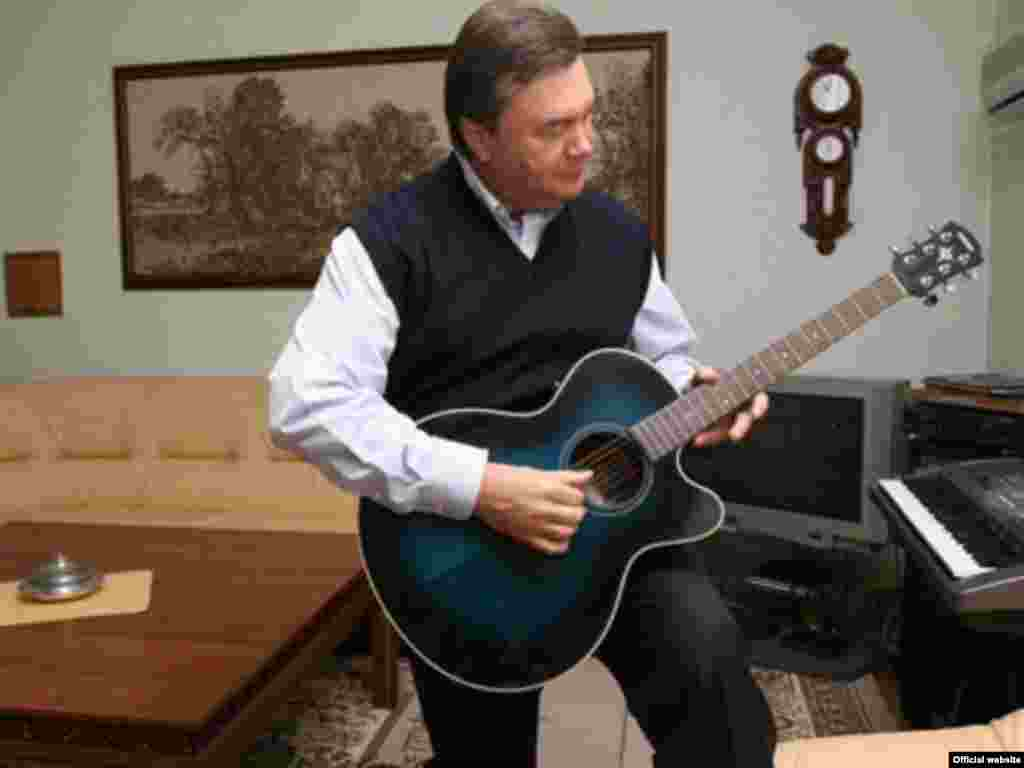 Playing a guitar at home in Novy Petrovtsy (courtesy yanukovych.com.ua)