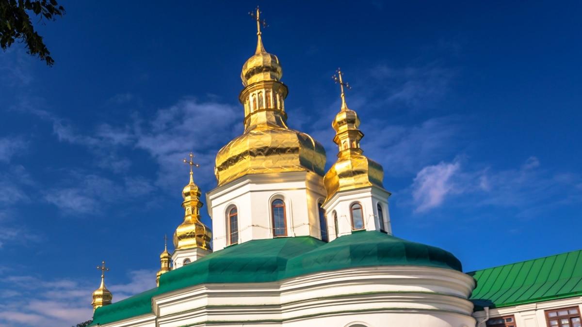 Офис президента: в церкви на Пасху собираются идти три процента украинцев