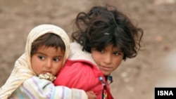 بانک مرکزی می گوید که ۱۴ ميليون ايرانی زير خط فقر زندگی می کنند.(عکس:ایسنا)