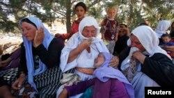 """نازحون أيزيديون فروا من """"داعش"""" في سنجار"""