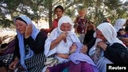 ایزدیها (در تصویر) و هزاران تن از دیگر شهروندان عراقی با پیشروی داعش در شمال آن کشور آواره شدهاند