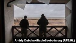 Фоторепортаж із Широкина, селища-привида на березі моря
