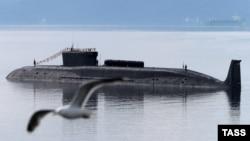 Расейская атамная падводная лодка «Юры Даўгарукі» напарадзе ўСевераморску 27ліпеня 2014года.