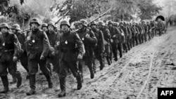 Немецкие солдаты вступают в Польшу, 1 сентября 1939 года