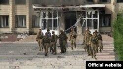 Несмотря на бурное обсуждение в СМИ ареста гражданина Южной Осетии на Украине, югоосетинские власти воздерживаются от комментариев. Похоже, судьба Тамерлана Еналдиева в республике никого не волнует