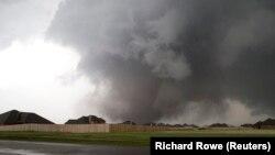 Потужний торнадо знищив місто Мур, штат Оклахома, США, 20 травня 2013 року
