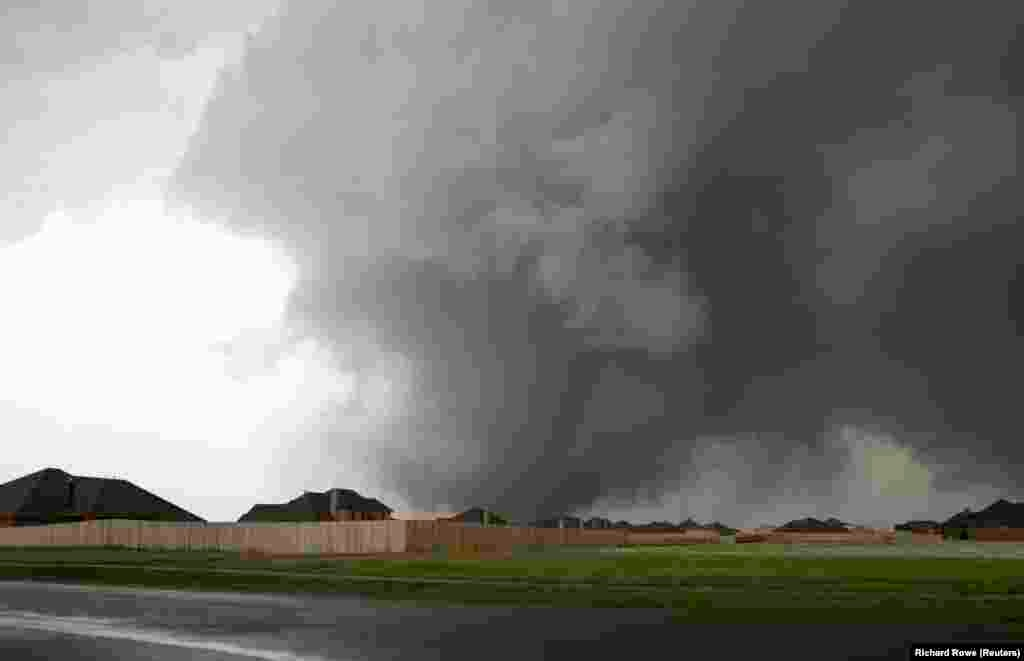 A tornado with winds of up to 200 miles per hour (320 kph) approaches the town of Moore on May 20.