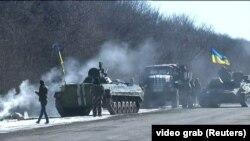 Колонна техники, покинувшая Дебальцево, под Артемовском - 18 февраля