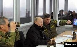 Путин следит за военными учениями, Ленинградская область, 3 марта