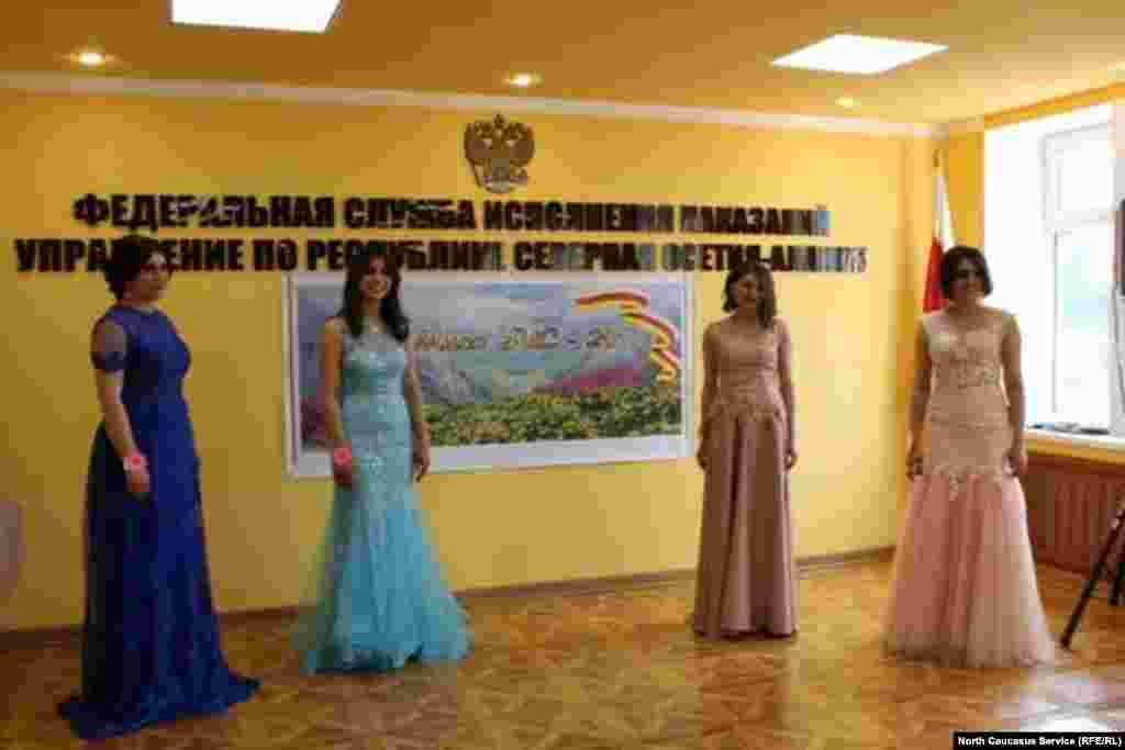Девушки из УФСИН по Северной Осетии доказали, что умеют носить не только форму, но и вечерние платья