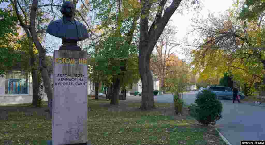 В 1835 році сакськими грязями лікувався Микола Гоголь