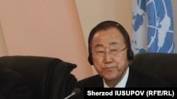 Генеральный секретарь ООН Пан Ги Мун во время визита в Кыргызстан, Ош, 11 июня 2015 года.