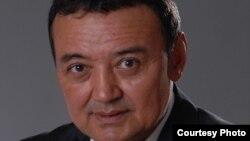 Мұхтар Тінікеев, парламент мәжілісінің өкілетінен айырылған депутаты.