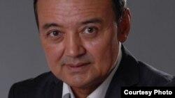 Мұхтар Тінікеевтің Қазақстан парламенті мәжілісінің депутаты болған кездегі суреті. Фотосурет депутаттың Facbook-тегі парақшасынан алынған.