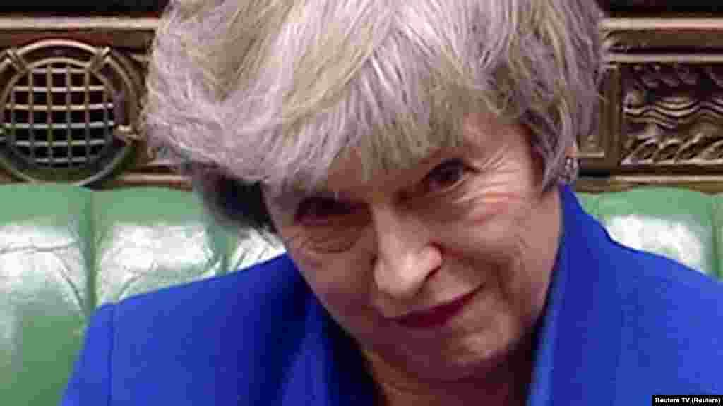 ВЕЛИКА БРИТАНИЈА - Британскиот парламент ја поддржа новата стратегија на премиерката Тереза Меј според која парламентот ќе може да гласа за тоа дали да го одложи Брегзитот со цел Британија да не излезе од Европската унија на крајот од идниот месец без спогодба за заминување.