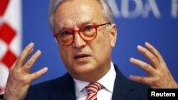 Europarlamentarul Hannes Swoboda la o conferințâ de presă la Zagreb